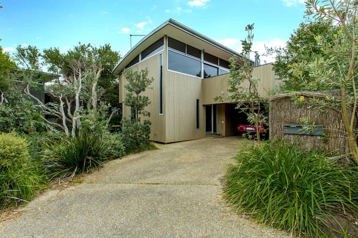 STYLISH HOLIDAY HOME OPPOSITE SURF
