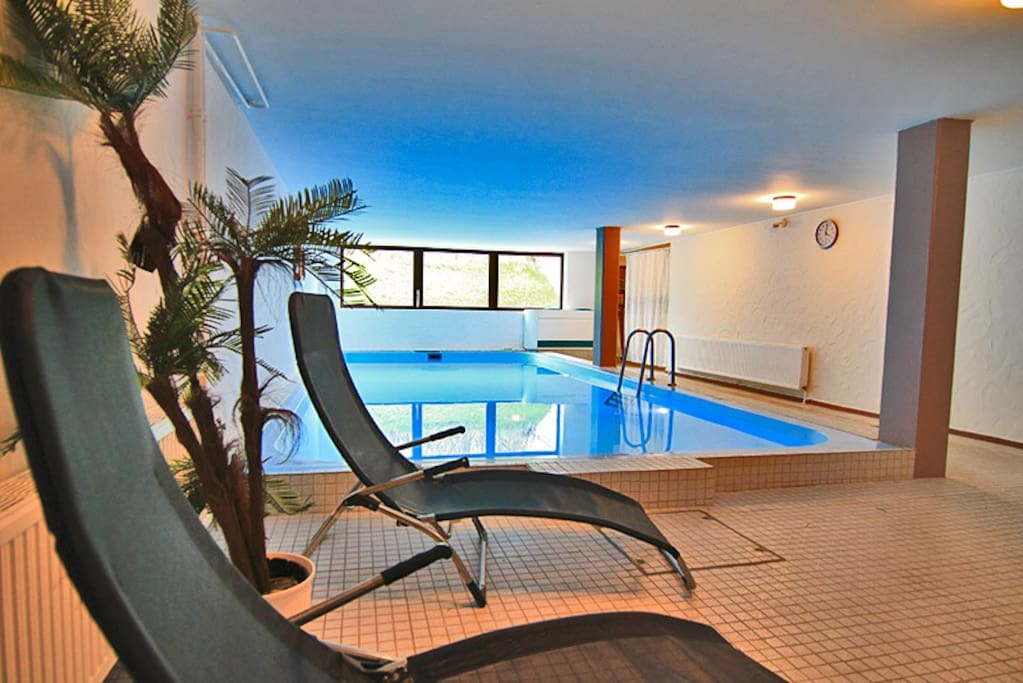 mit schwimmbad und sauna r m hart wohnung nr 10. Black Bedroom Furniture Sets. Home Design Ideas