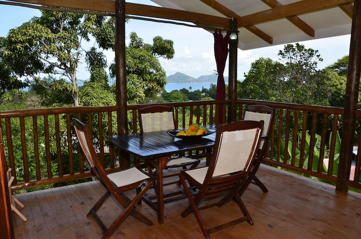 Kaz Ladouceur 1-bedroom Chalet (+ small room) - La Digue - Rumah
