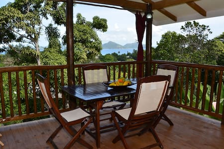 Kaz Ladouceur 1-bedroom Chalet (+ small room) - La Digue - 一軒家