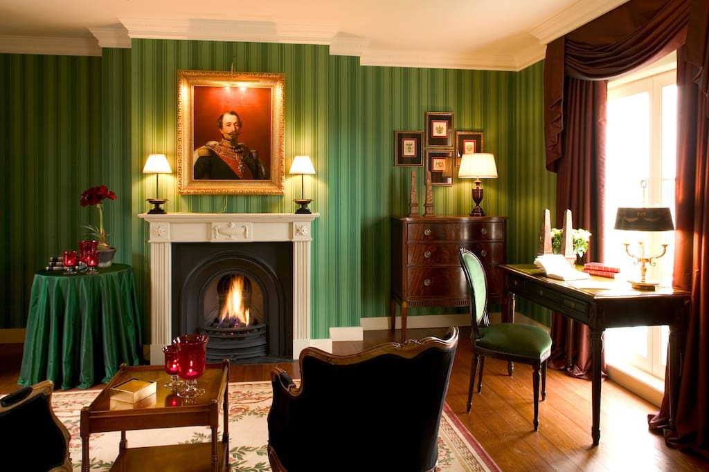 Junior Suite cosy corner with fireplace