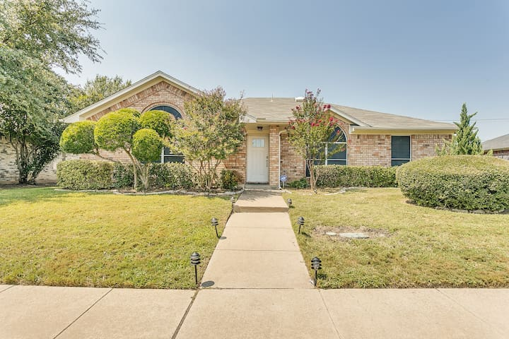 South Arlington Charming & Comfy 3BR/2B Home