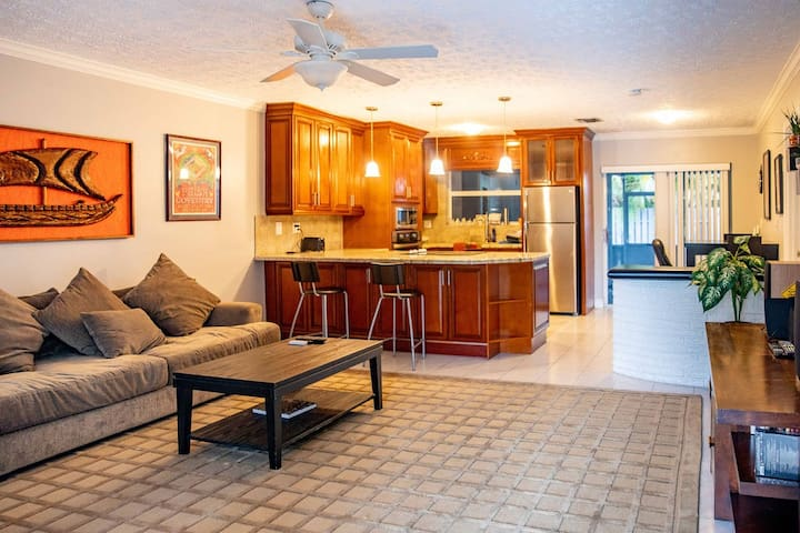 Beautiful One Bedroom by Ft. Lauderdale and Beach