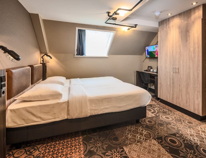 Affordable, Modern Twin Room Amsterdam city