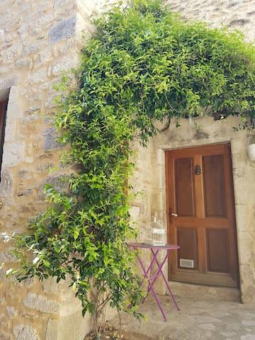Maison de village tout en pierre - Saint-Montan - Townhouse