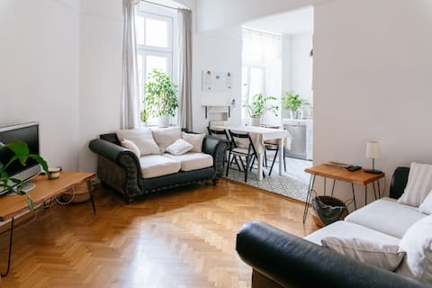 Comfortable & Spacious Lodz City Center Apartment