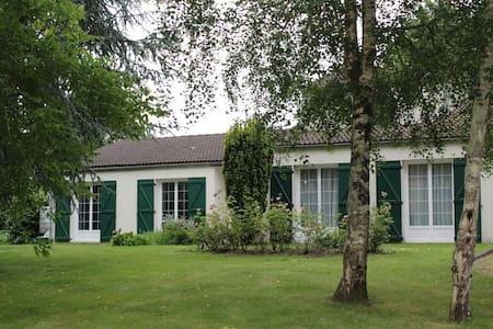 Chambre d'Hôtes (suite familiale) - Landeronde - Huis