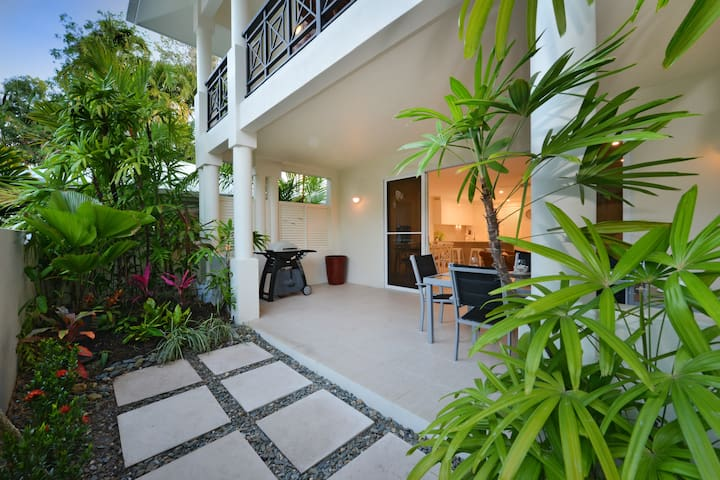 Beach View Villa-Newly renovated throughout.
