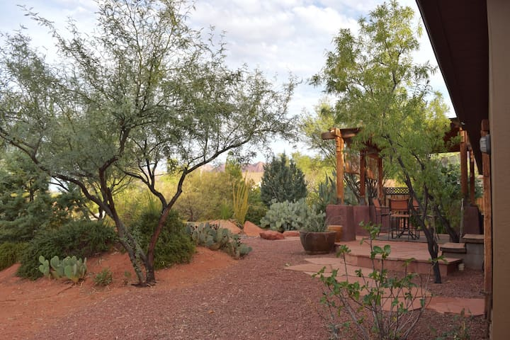 Desert Oasis and Spa - Zion, Tuacahn & Snow Canyon