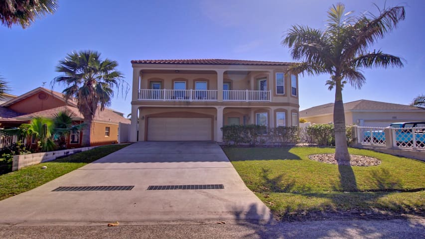 20 PEOPLE MAX  6BD/4BA, BILLIARD/JACUZI/ HEAT POOL