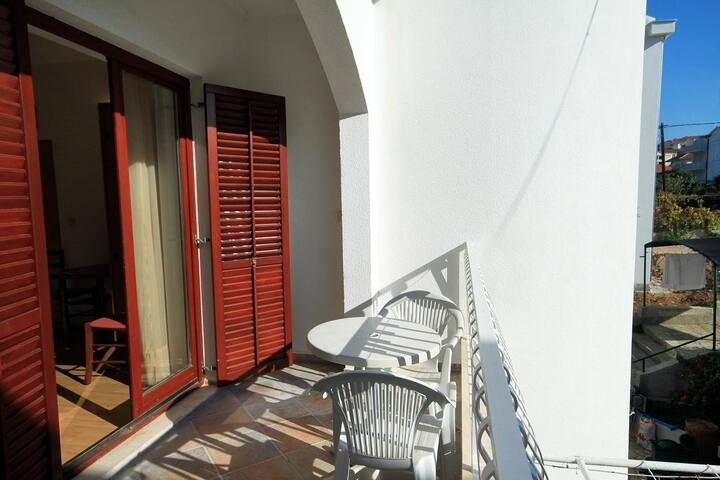 Studio flat near beach Okrug Gornji, Čiovo (AS-9693-b)