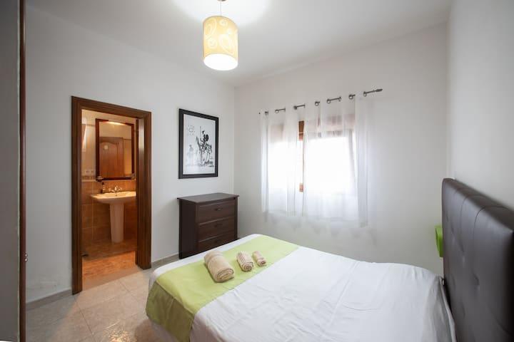 3.- Habitación con cama de 1.35m / Bedroom with a 1.35m bed