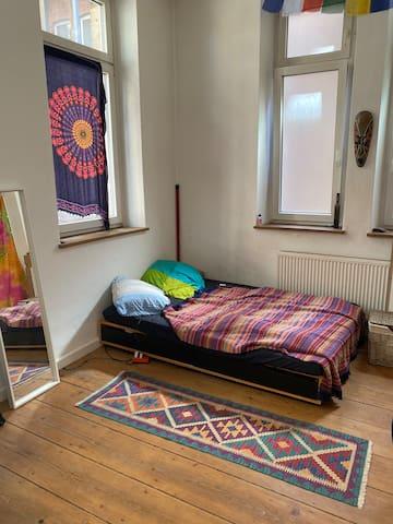 Geräumiges helles Zimmer in Stuttgart-Mitte
