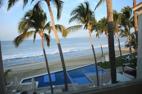Amazing Beach Front House w/cook service included