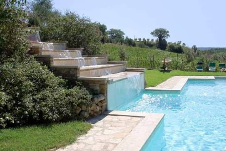 Casa & piscina con cascata, tranquilità Toscana