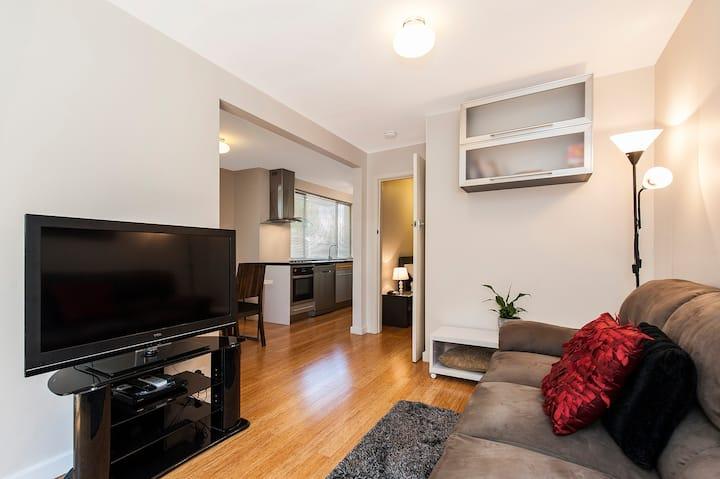 H1 - Stylish courtyard apartment
