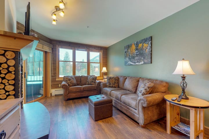 Ski-in/ski-out condo with shared sauna, hot tub, pool, and more!