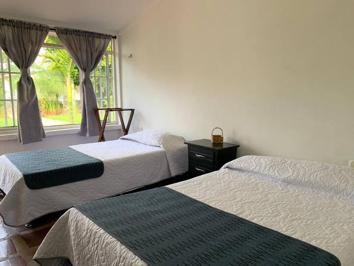 HOTEL CAMPESTRE EL PASO DEL DUQUE HAB No. 7 TRIPLE