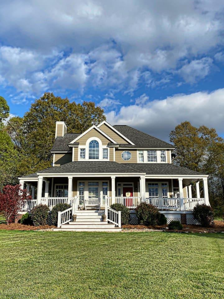 Farmhouse 3 acre pond- 7.5 acres: Tryon Equestrian