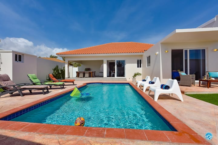 Modern 5  bedroom FAMILY VILLA pool-ONLY 5 STARS!