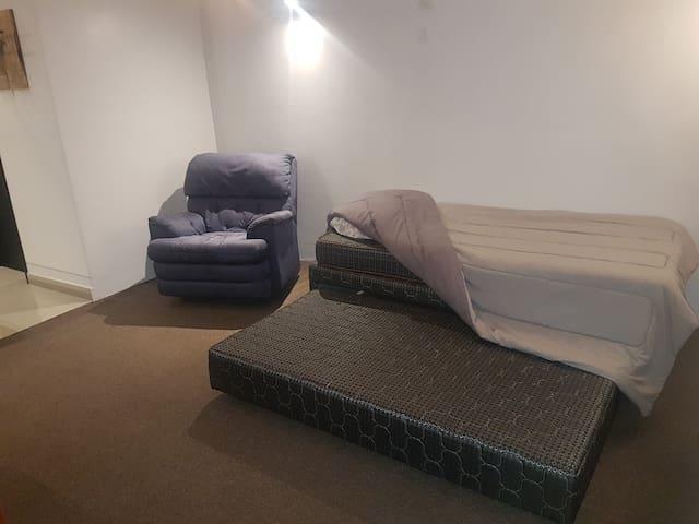Cama individual doble (se extrae colchón inferior)