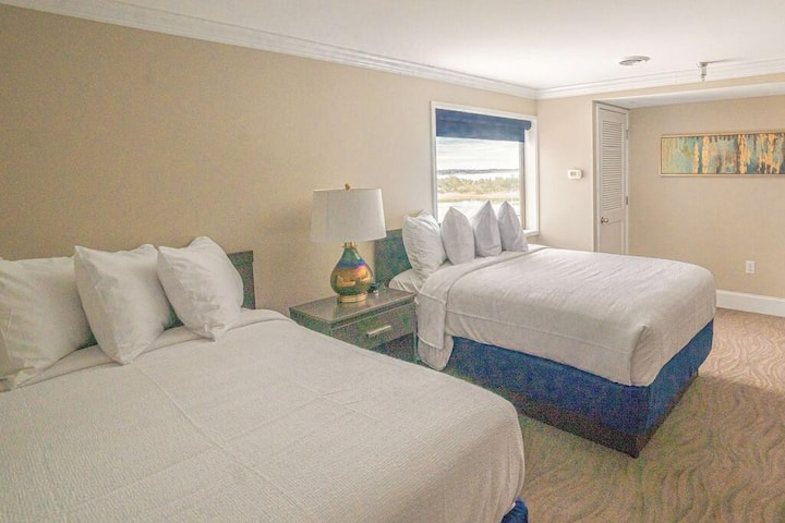 Relaxing Quadruple Two Double Beds At Morehead City