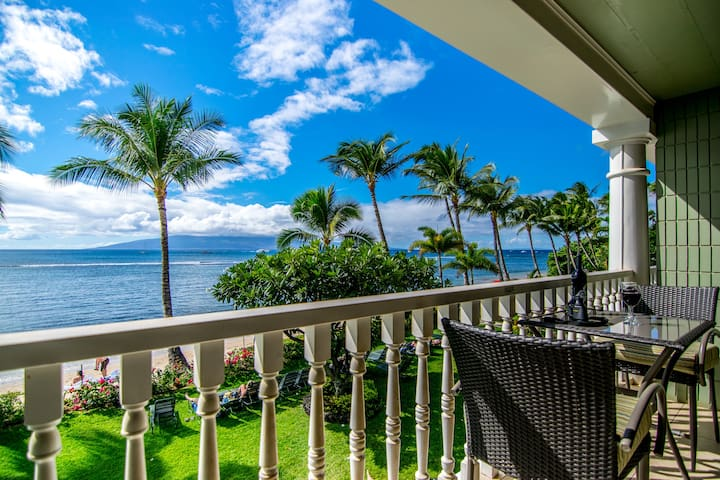 Beachfront Studio Historic Lahaina Amazing Views!
