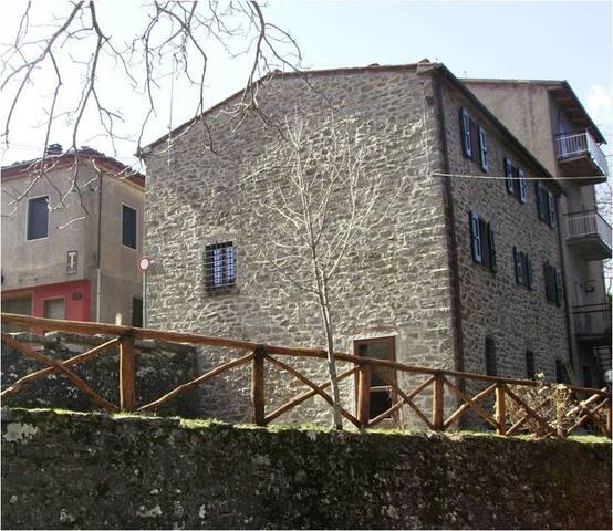 Orma del Lupo Ostello in Pratomagno - Trappola - House