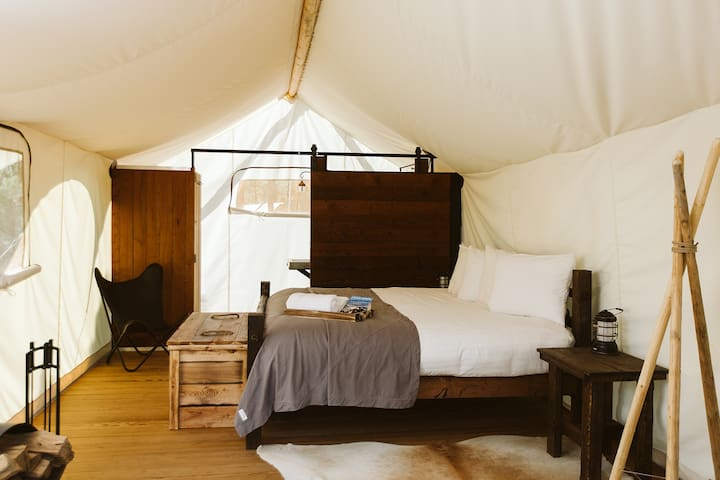 Under Canvas Grand Canyon - Deluxe Tent