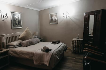 Karoo Ouberg Guest Lodge - Garden Family Room