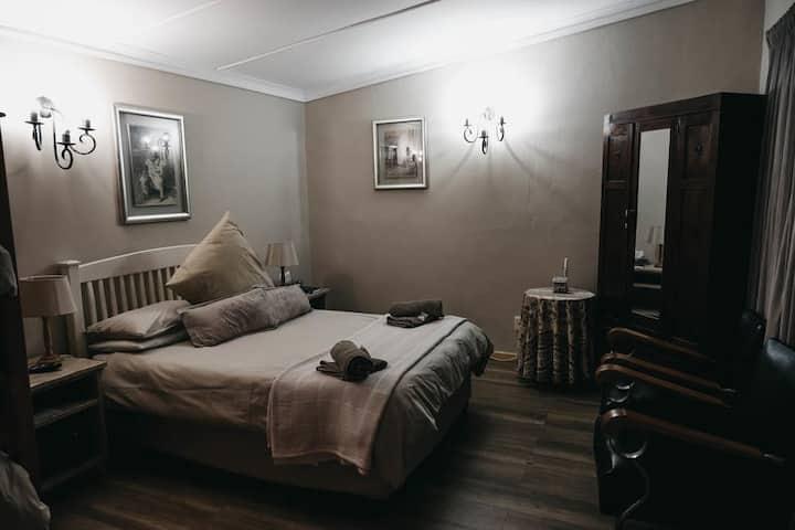Karoo Ouberg Guest Lodge - Garden Family Room