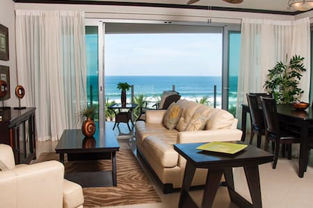 Luxurious oceanfront condo south - Jaco