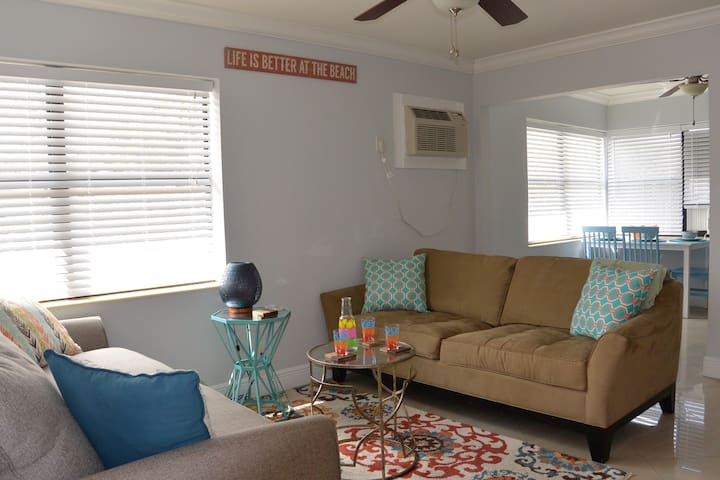 Comfortable 1/1 Apt 1 Mile to Pompano Beach & Pier