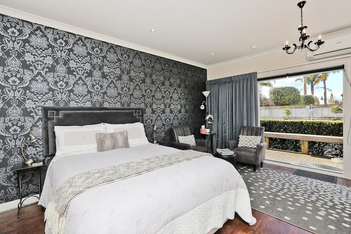 Comfortable queen bed.  Tastefully decorated.  Heat pump/Air conditioning