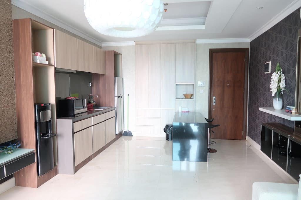 Fully equipped kitchen & washer (inside one of the bottom cabinets)