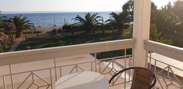 Vila Danijela ☆Direct Access to the Beach & Garden