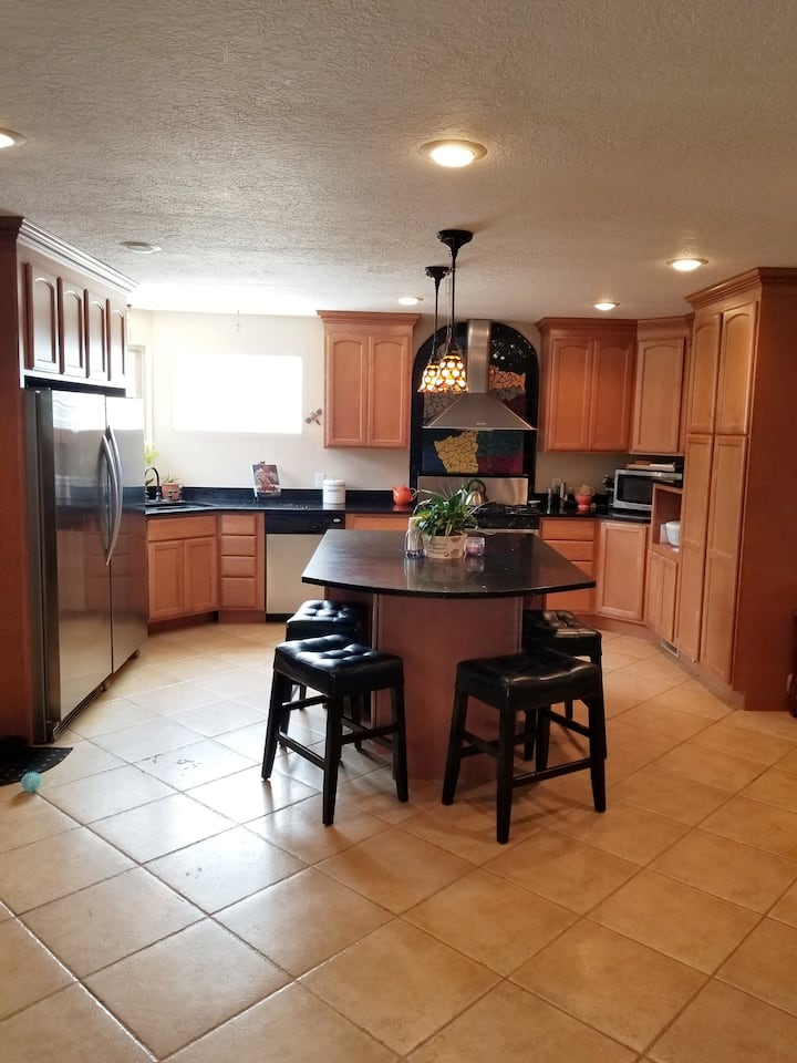 Spacious 3 bedrooms in the heart of Los Ranchos