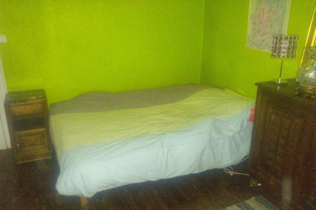 Chambre spacieuse 12 m2 et calme