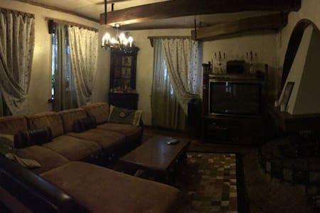 Большой дом в 30 км от Москвы - Sofyino - Ev