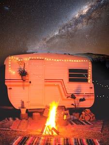 Cosy Caravan Retreat - Talofa - キャンピングカー/RV車