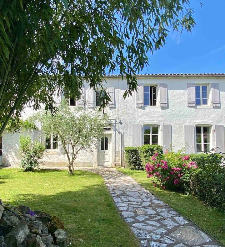 """Gîte """"Les jardins de Soline"""", proche La Rochelle"""