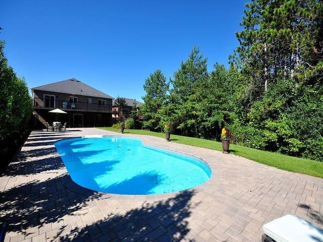Resort Style Getaway Barrie 3 Bd 2 Ba with Pool!