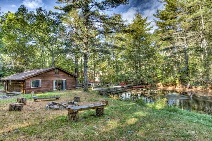 Brook Cottage with pond @ Magnolia Streamside