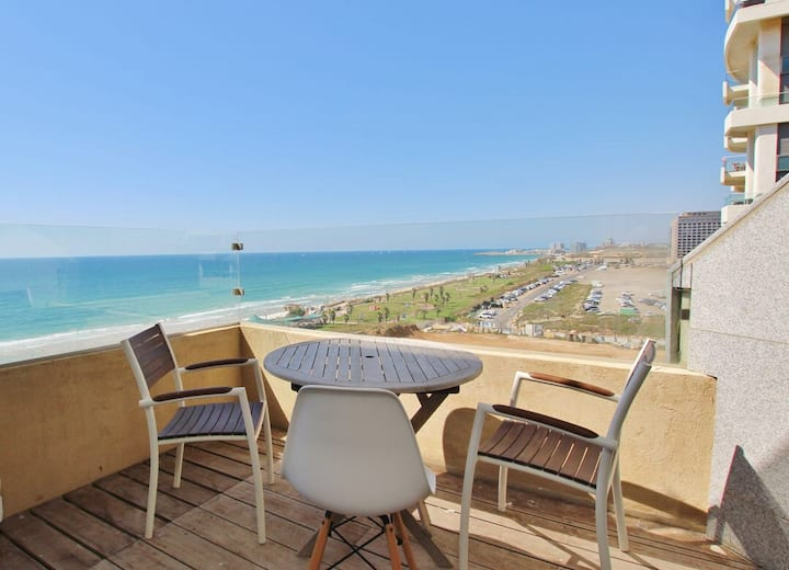 STUNNING SEA-VIEW LUXURY 3.5 BR APT- POOL AND GYM