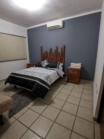 Estancia confortable, espaciosa y centrica