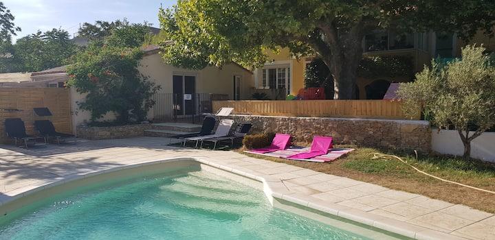 Maisonnette STUDIO Aubagne 20 m2, terrasse, 4 pers