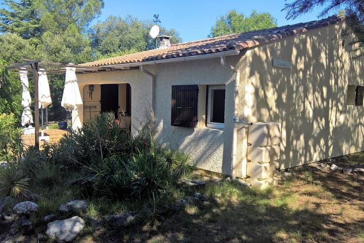 Delightful Holiday Home in Mejannes Le Clap with Pool