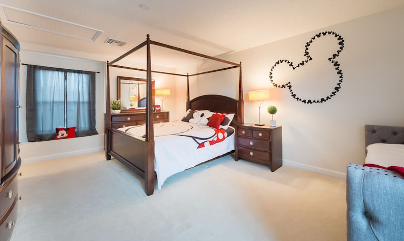 NEW LISTING, Minutes from Disney, Private Suite