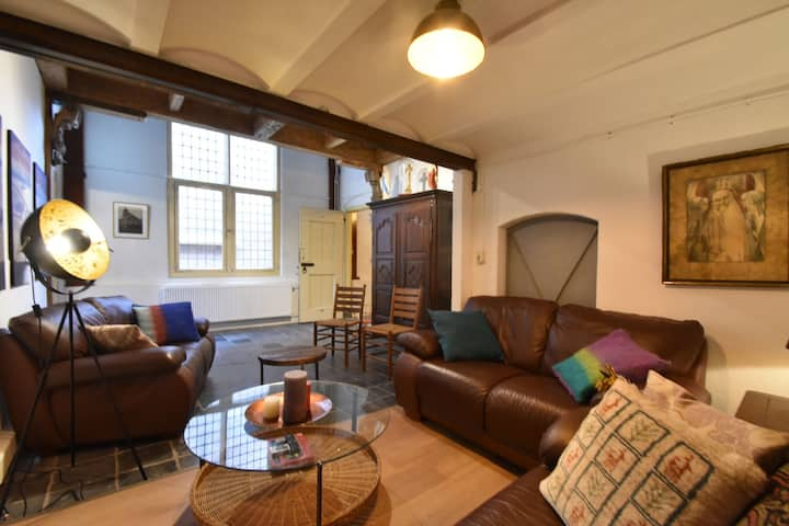 Group accommodation in beautiful historical building in Enkhuizen town centre