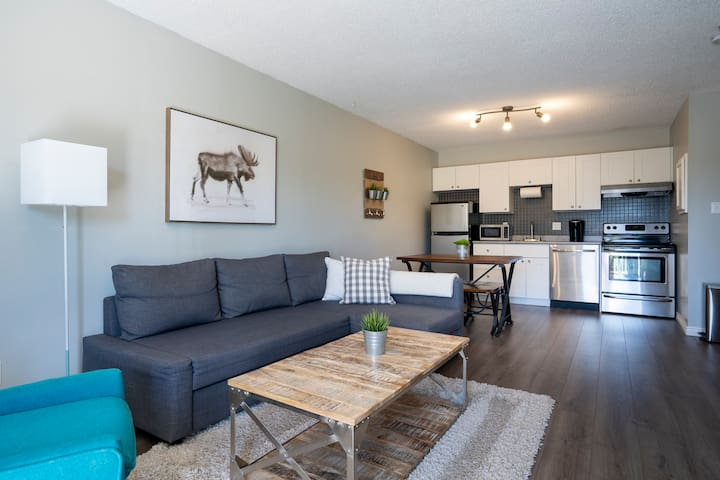 The Moose Lodge - Modern Condo in Collingwood